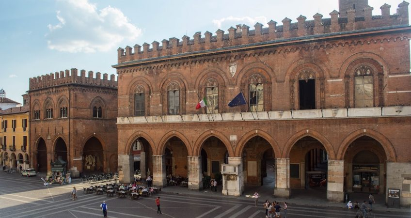 Italian Piazza: Cremona for DeLonghi Postcards commercial